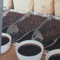5/1/2013 tarihinde Anara L.ziyaretçi tarafından Starbucks'de çekilen fotoğraf