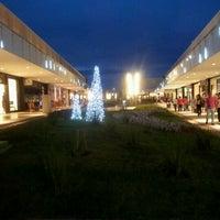 Das Foto wurde bei Outlet Premium Brasília von MaristelaSB B. am 12/1/2012 aufgenommen