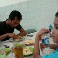 Photo taken at Nasi Uduk & Ayam Goreng Toha by Sufi O. on 1/4/2014
