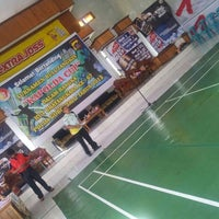 Photo taken at Indoor Badminton, Res Kota by •FammZ™• ♣. on 6/20/2013