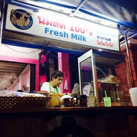 Photo taken at ป้าแอ๊ะ นมสด ขนมปังสังขยา by Sommie J. on 11/10/2013