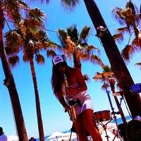 Foto scattata a Nikki Beach Marbella da Ramon d. il 7/28/2012