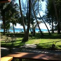 Photo taken at Kaw Kwang Beach Resort by Apichai S. on 1/4/2012