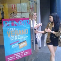 Foto tomada en Renoir Floridablanca por Sue G. el 7/3/2012
