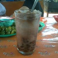 Photo taken at Es Kacang Mamat by Sekar C. on 3/24/2012