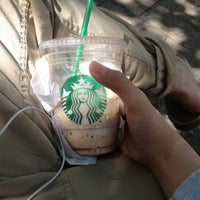 Foto tomada en Starbucks por KUZZ W. el 5/27/2012
