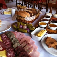 Foto tirada no(a) Café Colonial Gramado por Felipe B. em 9/6/2012