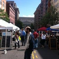 Foto tomada en Penn Quarter FRESHFARM Market por Bruce J. el 5/10/2012