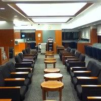 Photo taken at Japan Airlines Sakura Lounge by Henry L. on 1/25/2012