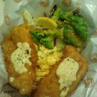 Photo taken at The Manhattan Fish Market by Ryūji Z. on 5/25/2012