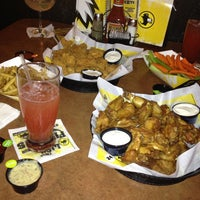 Photo taken at Buffalo Wild Wings by Elvys d. on 8/6/2012