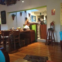 Foto tomada en Greens Organic Restaurant por Lynn Mora C. el 7/15/2012