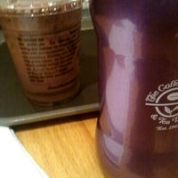 Photo taken at The Coffee Bean & Tea Leaf by s.y p. on 9/8/2011