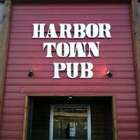 Foto scattata a Harbor Town Pub da Brittany M. il 2/20/2012
