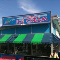 Photo taken at Snowflake Ice Cream Shoppe by Derek S. on 6/4/2011