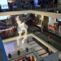 Photo taken at Westfield Chatswood by Henry Setiawan on 7/4/2012