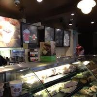 Foto tomada en Starbucks por Kane F. el 10/27/2011