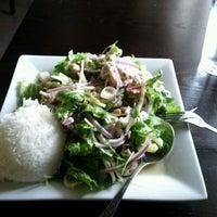 Foto scattata a Supannee House of Thai da dale w. il 10/17/2011