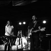 11/8/2011 tarihinde Dan S.ziyaretçi tarafından Larimer Lounge'de çekilen fotoğraf