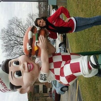 Photo taken at Frisch's Big Boy by Brittany L. on 1/31/2012