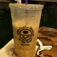 Photo taken at The Coffee Bean & Tea Leaf by Lindsay-Lu W. on 12/10/2011