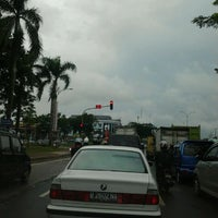Photo taken at Perempatan Giant Hypermart - German Centre by Yuliana D. on 1/14/2012