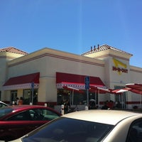 Photo taken at In-N-Out Burger by Marcus W. on 6/9/2012