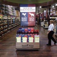 Photo prise au Total Wine & More par Rob C. le7/7/2012