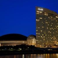 Photo taken at Hilton Fukuoka Sea Hawk by Raksuay R. on 5/15/2012