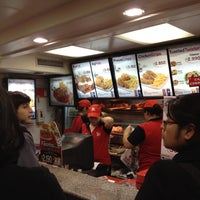Photo taken at Kentucky Fried Chicken by Alexandre T. on 8/22/2012