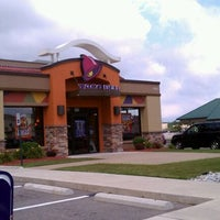 Photo taken at Taco Bell by Dean on 8/28/2011