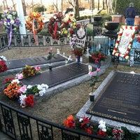 1/4/2012에 Kristen E.님이 Elvis's Grave에서 찍은 사진