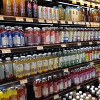 Foto tomada en Whole Foods Market por Samantha L. el 9/7/2012
