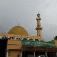 Photo taken at Masjid Al-Muttaqin Wangsa Melawati by Muhamad Ridzuan A. on 1/28/2012