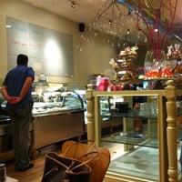 Foto tirada no(a) Athan's Bakery - Brighton por Chelsee A. em 9/22/2011