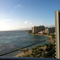 Снимок сделан в Aston Waikiki Beach Hotel пользователем Franklin B. 12/25/2011