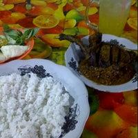 Photo taken at Seafood samping zykon by ari f. on 2/23/2012