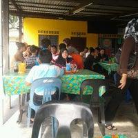 Photo taken at Nasi Lemak Tepi Jalan by ahmad a. on 12/22/2011