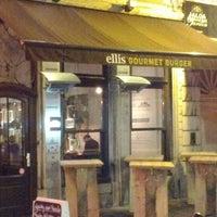 Photo prise au Ellis Gourmet Burger par Petit F. le2/28/2012