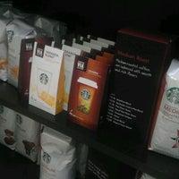 Das Foto wurde bei Starbucks von Dre am 3/11/2012 aufgenommen
