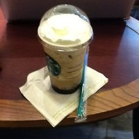Photo prise au Starbucks Coffee par Stephanie A. le10/9/2011