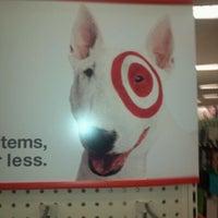 Foto tomada en Target por Christopher J. el 1/2/2012