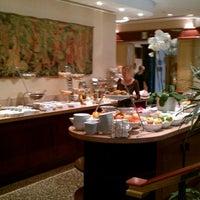 Photo taken at Sheraton Warsaw Hotel by Uğurtan S. on 9/28/2011
