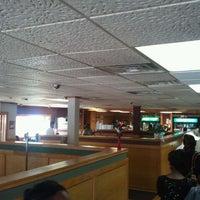 Das Foto wurde bei MacArthur's Restaurant von William W. am 9/4/2011 aufgenommen