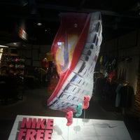 Photo taken at Nike Store Pinheiros by Guidoti on 4/21/2012