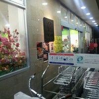Photo taken at フレスコ 五条西洞院店 by Masatada O. on 11/27/2011