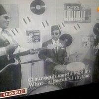 Photo taken at  •mαƞsισŋ•  tivi by ⌣̊┈̥-̶̯͡»̶̥♚ K〇cen ♚⌣̊┈̥-̶̯͡»̶̥ on 5/28/2012