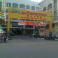 Photo taken at Beoung Trabek Plaza | បឹងត្របែកផ្លាហ្សា by In M. on 1/18/2012