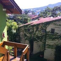 Foto tirada no(a) Pousada Vila do Bosque por Rogerio O. em 12/18/2011