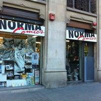 Foto tomada en Norma Cómics por carl c. el 6/22/2012